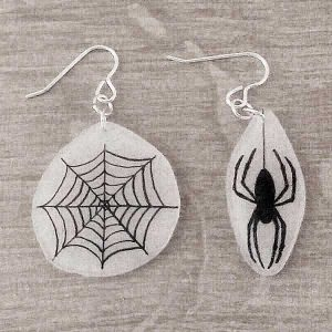 Halloween-earrings-bandw